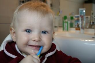 brushing-teeth-787630_1920.jpg